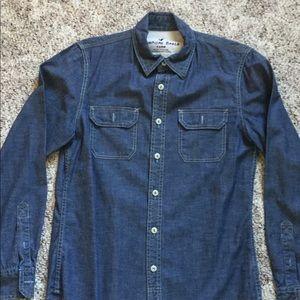 Men's vintage fit chambray button down shirt